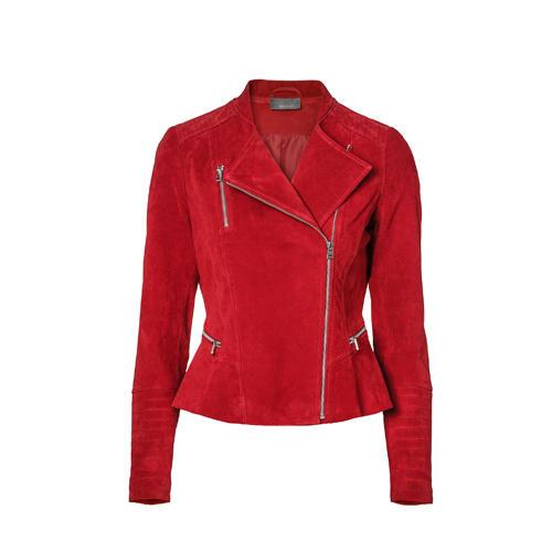 Immer mehr Mode-Unternehmen setzen auf nachhaltige Materialien und eine umweltbewusste Herstellung ihrer Kleidung - das gefällt mir! So auch C&A. Deshalb habe ich mich auch mit gutem Gewissen in diese rote Bikerjacke verliebt, aus chromfrei-gegerbtem Leder. Im Februar darf sie in meinen Kleiderschrank einziehen.  Laura Lemm, Beauty- und Mode-Redakteurin