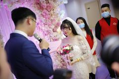 Hier heiratet eine krebskranke Frau (21) sich einfach selber!