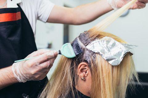 Hässlichste Frisur der Welt: Friseur stylt Frau