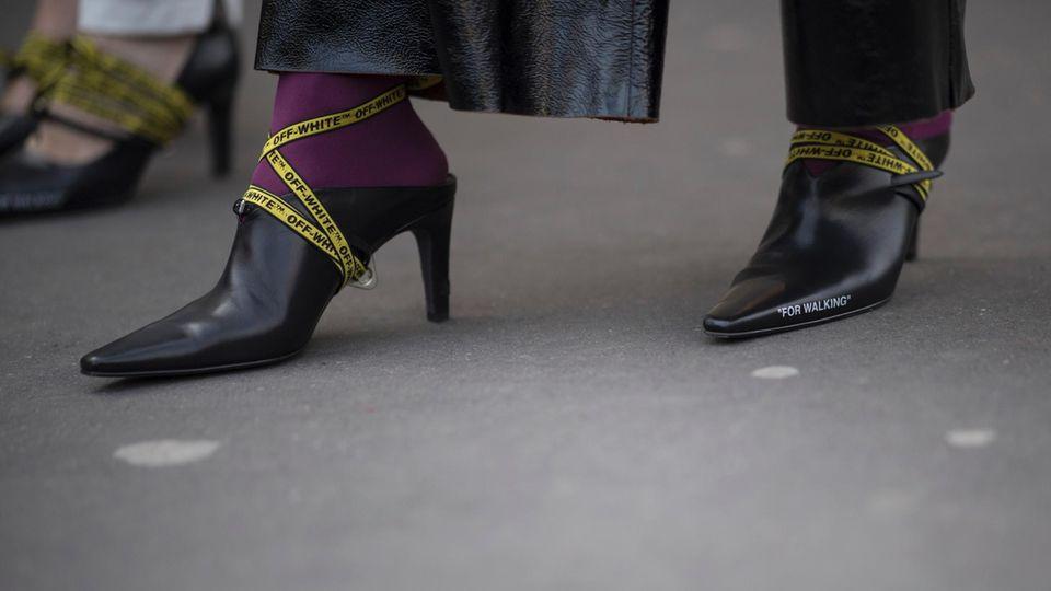Trends 2018: Logo-Schuhe bei der Paris Fashion Week