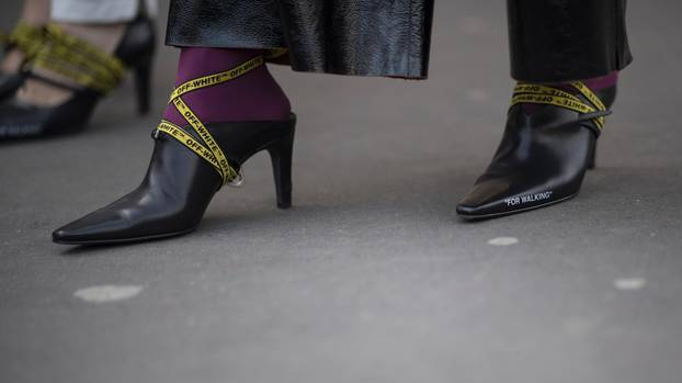 Trends 2018: Logo-Schuhe bei der Paris Fashion Week