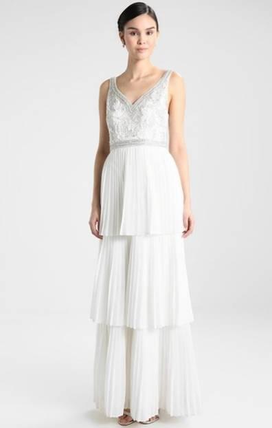 Dieses Kleid verzaubert mit dem Charme der 20er Jahre. Von Maya Deluxe, um 170 Euro.