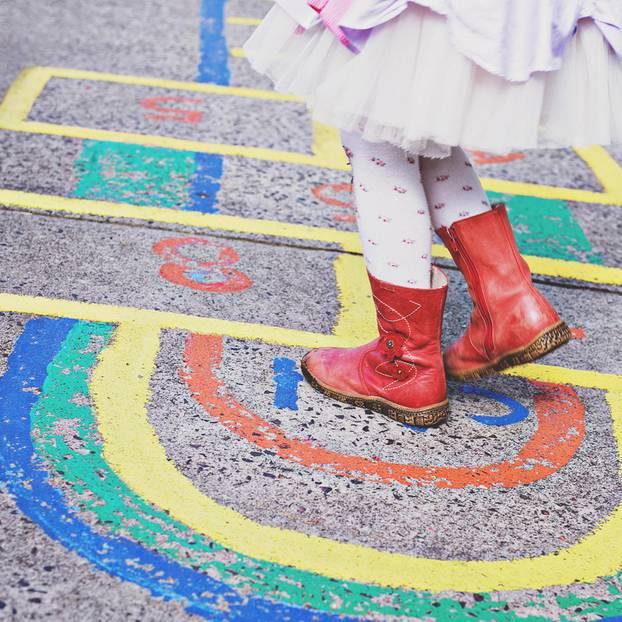 Kinderstiefel auf Hopscotch