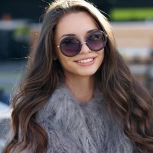 Gesunde Haare: Frau mit langen braunen Haaren