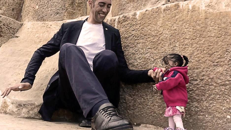 Neue Fotos zeigen größten Mann mit der kleinsten Frau der Welt!
