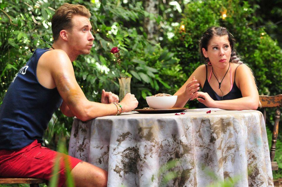 David und Jenny müssen zur Dschungelprüfung.