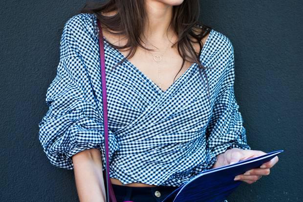 Mode-Lexikon: Statement-Ärmel an einer Frau