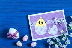 Osterkarten basteln: DIY-Karte mit Küken und Ostereiern
