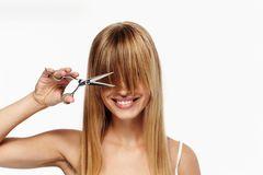 Frisur ab 40: Warum schneiden sich alle Frauen die Haare ab?