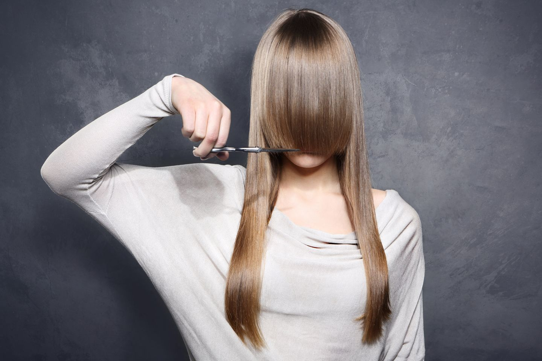 Mit diesen Tricks kannst du dir den Friseurbesuch in die Haare schmieren!