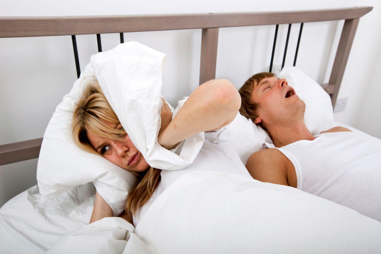 Schnarchende Männer – Der Feind in meinem Bett