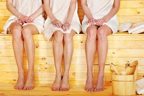 7 Gedanken, die jede von uns in der Sauna hat