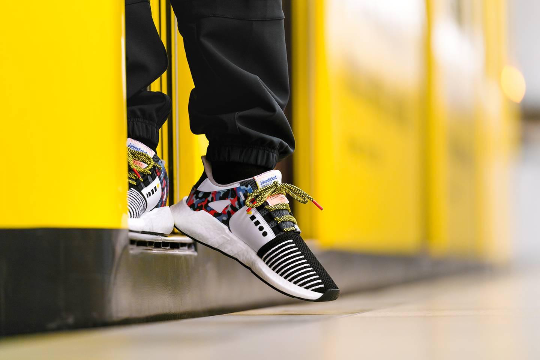 BVG Sneaker in Bahntür