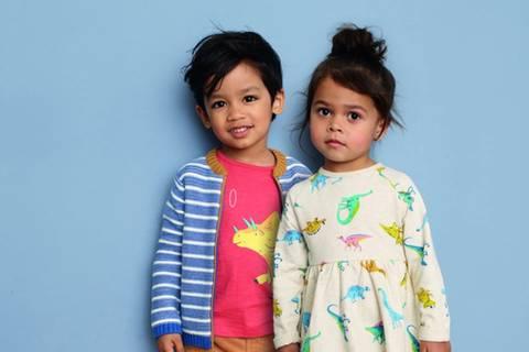 Röcke und Dinosaurier für alle! Ein britisches Modehaus führt Unisex-Label ein