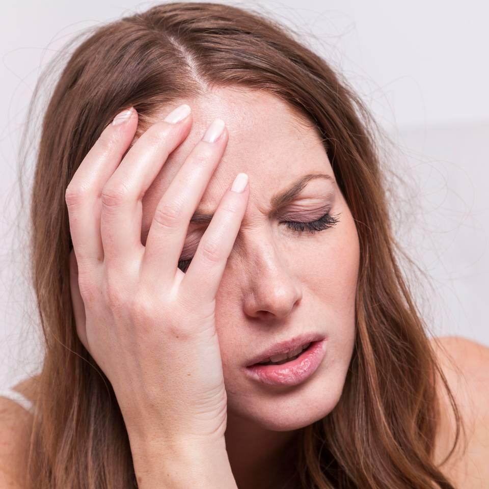 Miesepeter:in: 5 Gründe, warum wir alle viel öfter richtig mies drauf sein sollten