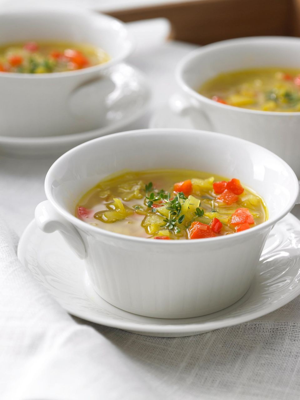 Kohlsuppe: Suppe in weißer Suppenschüssel