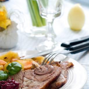 Ostermenü: Fleisch-Gericht auf der Ostertafel