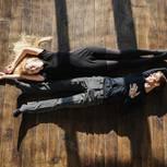 Zerbrochene Beziehungen: Paar liegt auf dem Boden