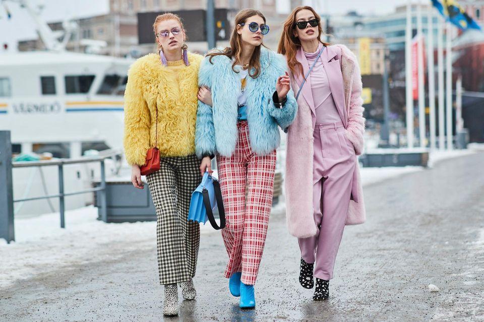 Scandi Style: Fake-Fur-Mäntel an Frauen