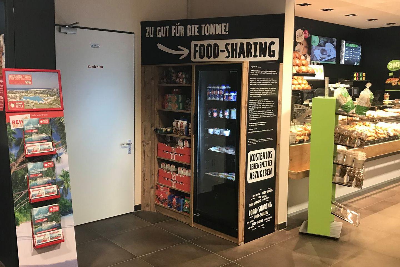 Dieser Supermarkt verschenkt abgelaufene Lebensmittel an seine Kunden