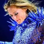 Helene Fischer auf Konzert im blauen Kostüm
