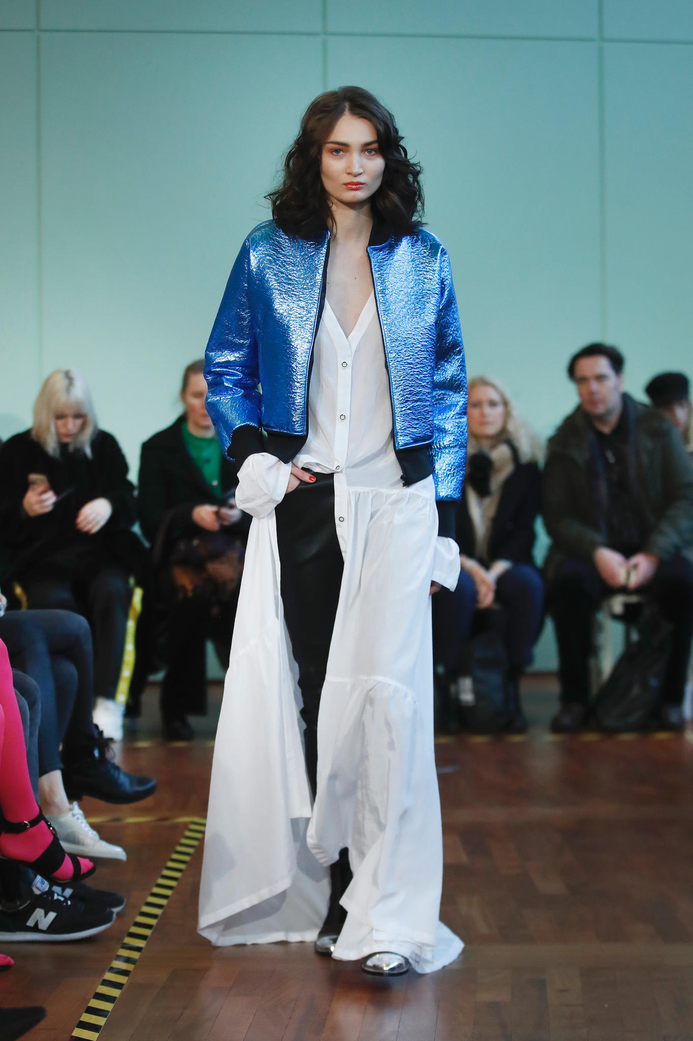 Kleid-über-Hose bei Rebecca Ruétz