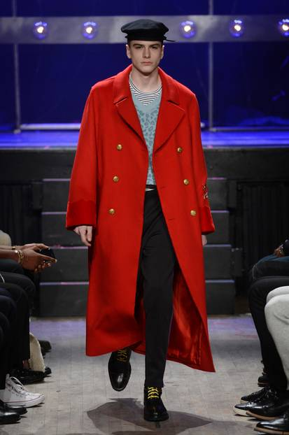 Roter Cabanmantel bei Ovadia & Sons