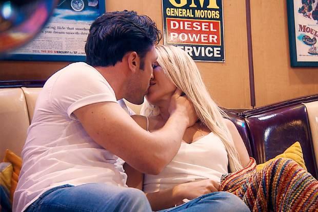 Der Völzi und Jessica lernen sich von innen kennen.