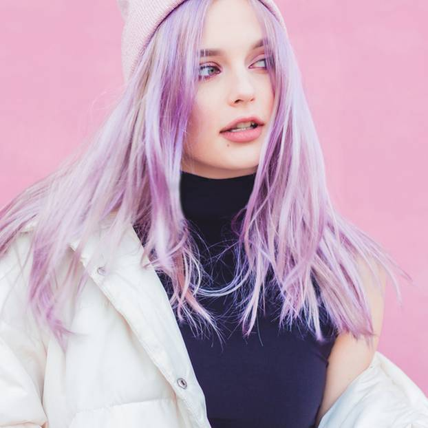 Blaue Strähnchen Kurze Haare Blond Gesträhnte Haare Und