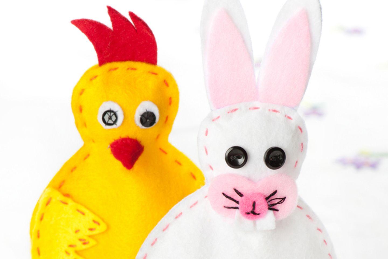 Eierwärmer nähen: Hase und Huhn auf Ei
