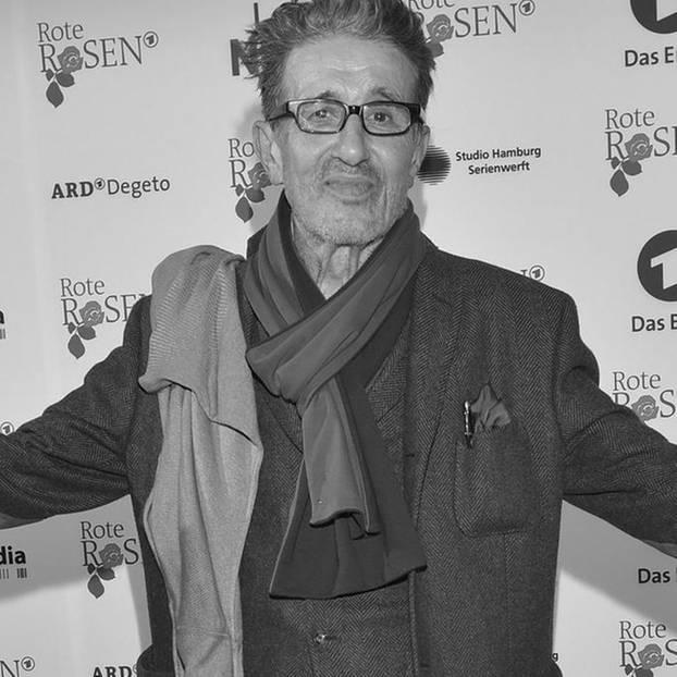 Rolf Zacher ist im Alter von 76 Jahren gestorben. Der Schauspieler, der mit Filmen wie'Endstation Freiheit' bekannt wurde und Hollywood-Größen wieNicholas Cage und Robert De Niro seine Stimme lieh, sollzuletzt in einem Pflegeheim in Hamburg gelebt haben. Die Todesursache ist unbekannt.