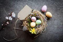 Osteranhänger: Ostereier im Nest