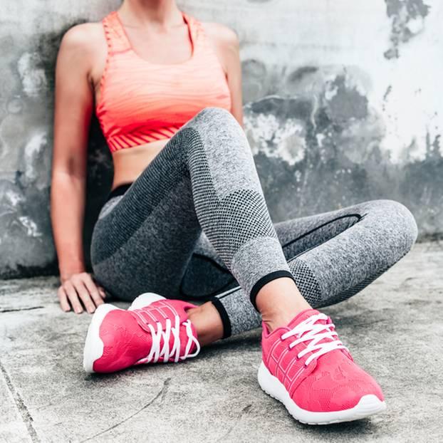 Sport gegen Burn-out: Frau erholt sich nach dem Joggen