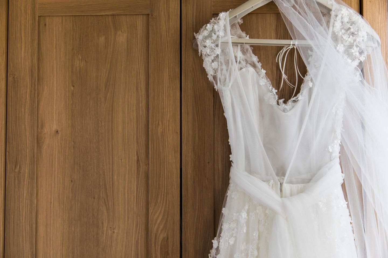 Mit Brautkleid auf Toilette? Mit dem Bridal Buddy kein Problem