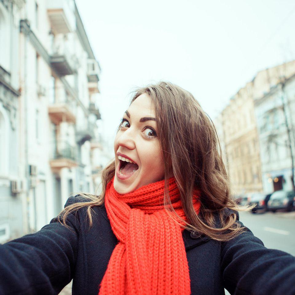 Selfie-Sucht: Frau macht ein Selfie