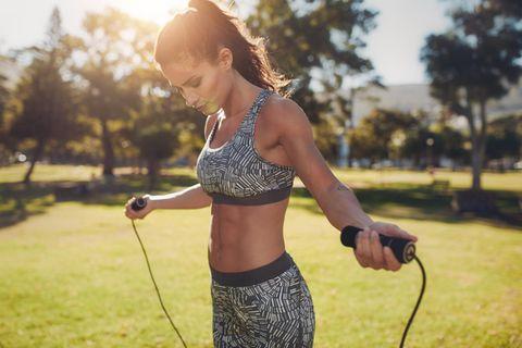 Mega Fatburn! Mit diesen Übungen verbrennst du in 3 Minuten 200 Kalorien