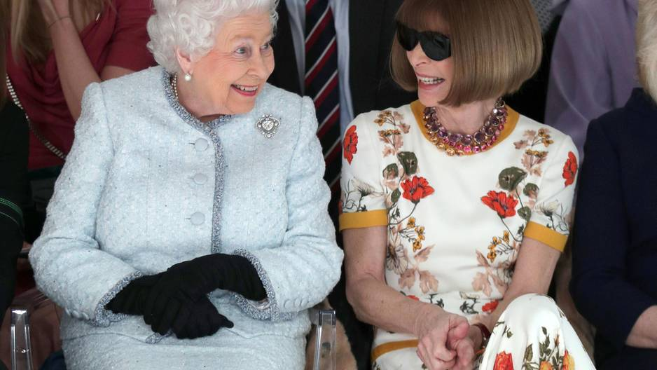 Queen auf der Fashion Week neben Anna Wintour