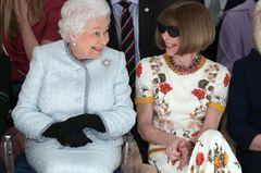 Queen auf der Fashion Week neben Anna Wintour