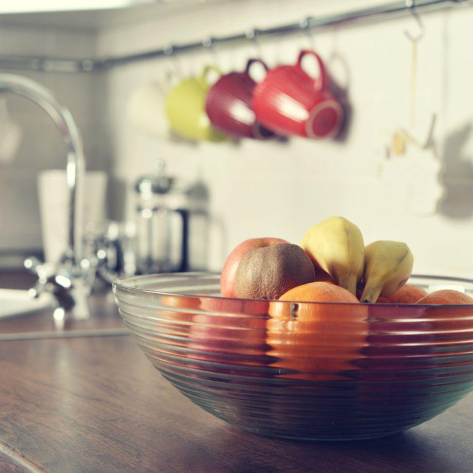 Fruchtfliegen loswerden: Obstschale in der Küche