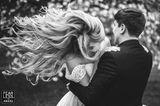 Hochzeitsfotos 2018: Paar umarmt sich