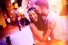 Polterabend: Paar feiert