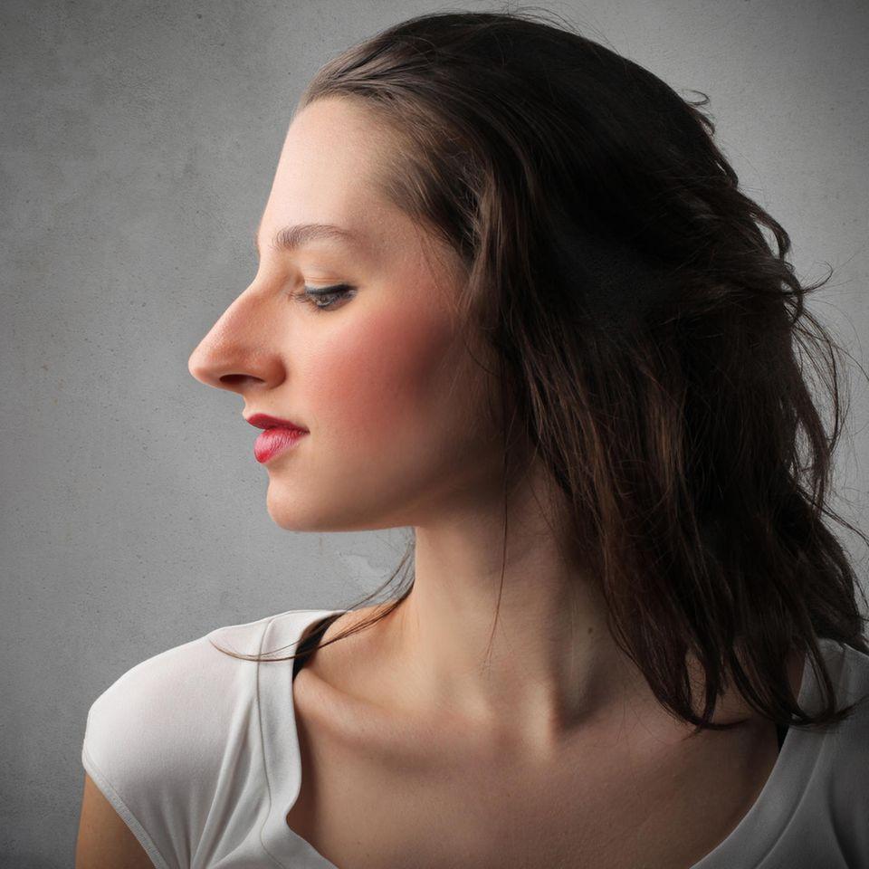 Body Positivity: Profilbild einer Frau mit großer Nase