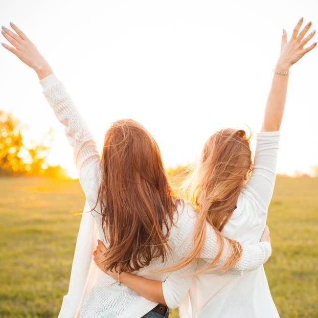 BFF-Knigge: 5 Serien, die uns eine Menge über Freundschaft beibringen