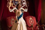 Wir schauen zur Zeit die zweite Staffel von 'Crown' zusammen. Da ist für uns beide was dabei: Claire Foy liefert in der Rolle der jungen Queen Elizabeth eine Glanzleistung ab, die uns die Widersprüche und Zerreißproben im Leben der jungen Königin hautnah miterleben lässt. Dass ihr Schicksal aber untrennbar mit dem Schicksal ihres Landes (und damit der Weltpolitik) verknüpft ist, führt dazu, dass es zugleich ein spannendes Stück über England, Europa und die Welt nach dem Zweiten Weltkrieg ist. Politische Winkelzüge à la 'House of Cards' inklusive.    Ulrike Köhler, SEO-Redakteurin