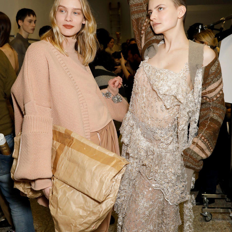 Mailänder Modewoche: Papier-Clutch bei Erika Cavallini