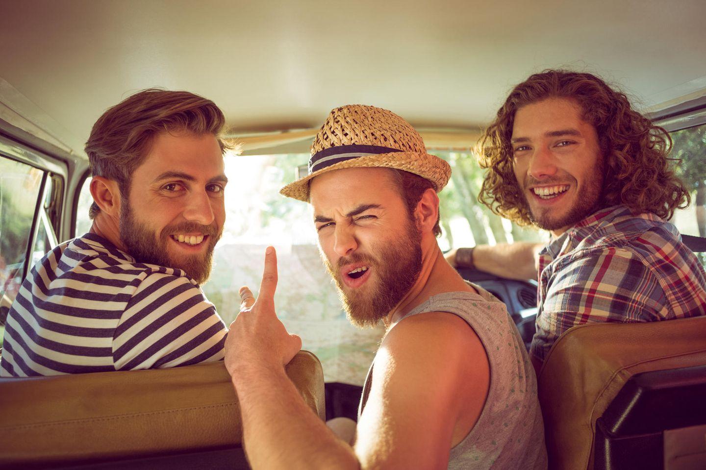 Männerfreundschaft: Männer im Auto
