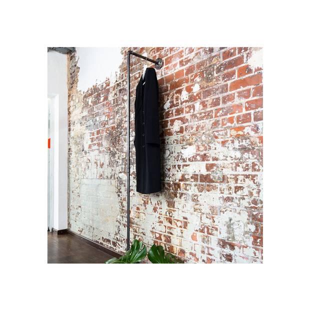 Nicht gerade ein neuer Interior-Trend, aber ein zeitloser und äußerst eleganter allemal: Der Industial Look. Das kühle, harte Stahlrohr der Garderobe lässt sich gut mit einem weichen Teppich kombinieren. So hat man es stets minimalistisch, aber dennoch gemütlich. Garderobenstange, STAND TWO, von Various für 130 Euro.  Sarah Schuch, Living-Redakteurin