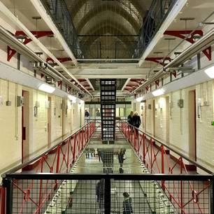 Niederlande: Ein recht verlassener langer Gefängnistrakt