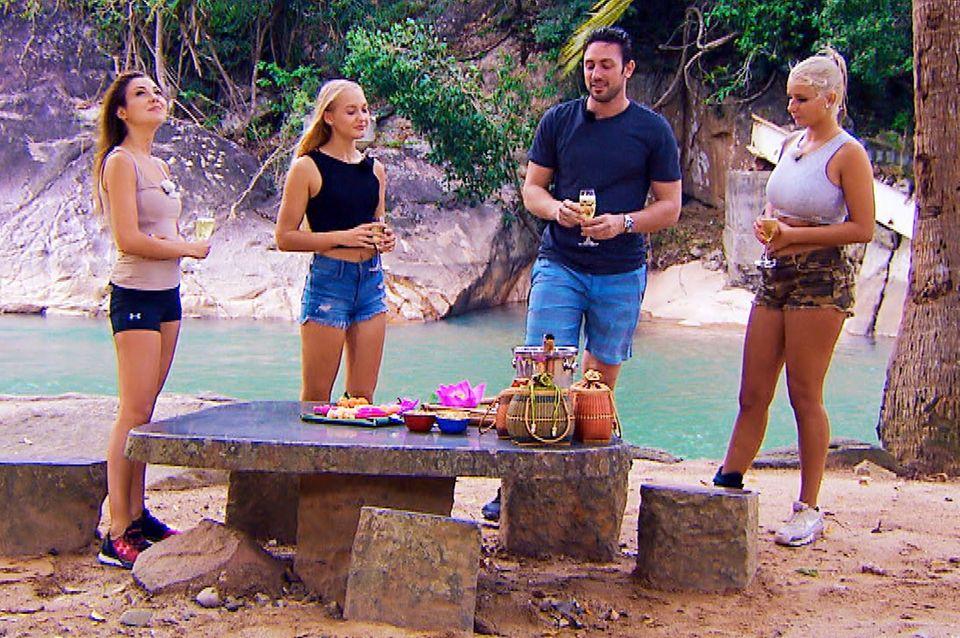 Hauptsache was zu trinken! Der Bachelor und seine drei Ladys genießen Vietnam.