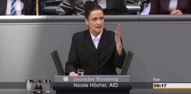 AfD: Abgeordnete Nicole Höchst bei einer Rede im Bundestag